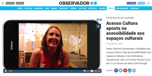 Imagem da entrevista da directora executiva da Acesso Cultura, Maria Vlachou, ao jornal Observador.
