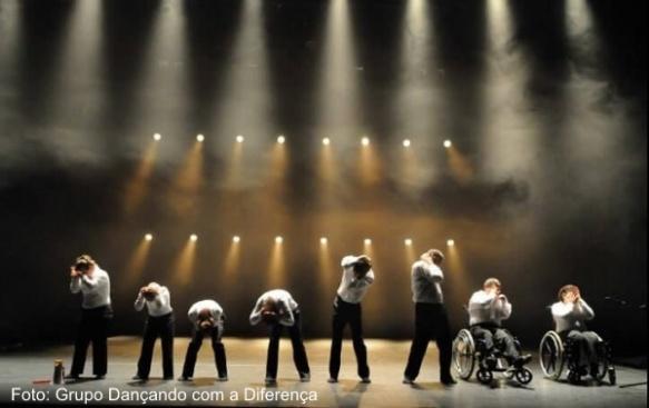 Imagem de um espectáculo do Grupo Dançando com a Diferença